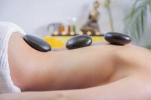 טיפול אלטרנטיבי באבנים חמות